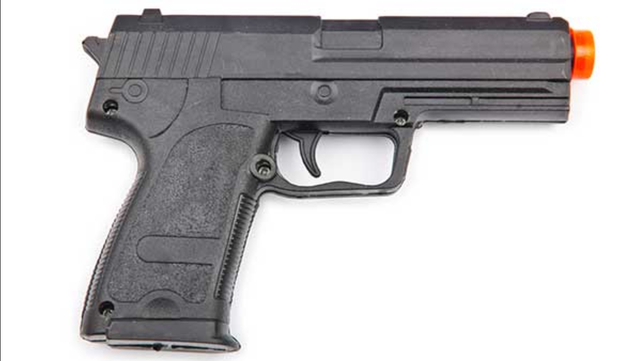 422030_120414-cc-ss-airsoft-gun-img.jpg