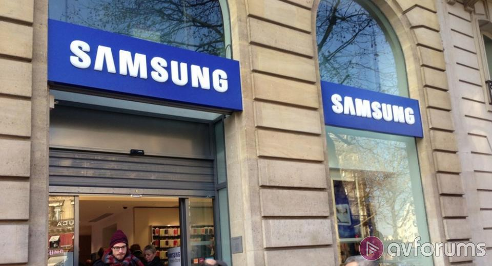 Samsung takes on Apple with own dedicated stores