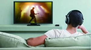 TV Audio: Can Bluetooth headphones be used while others listen normally?