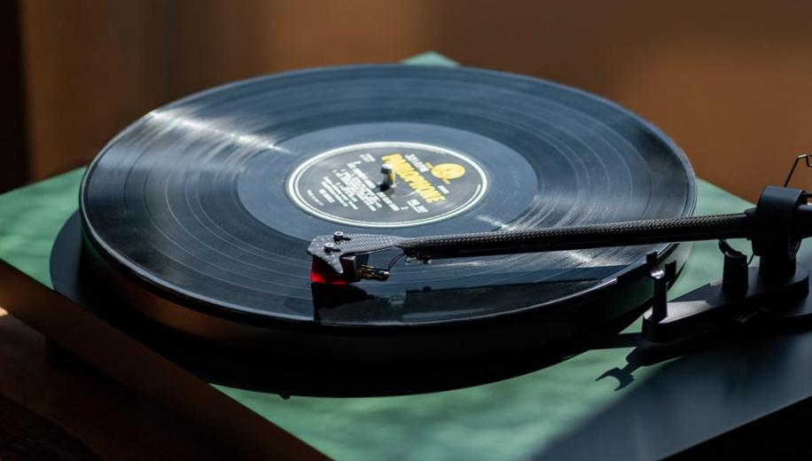 Pro-Ject announces new Debut Carbon EVO turntable