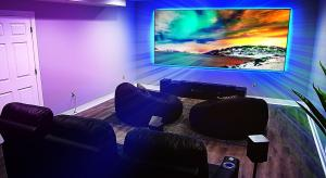 What are the advantages of DLP versus LCD projectors?