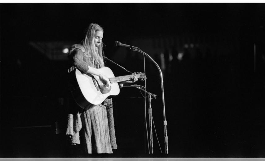 Joni Mitchell: Shadows And Light DVD Review